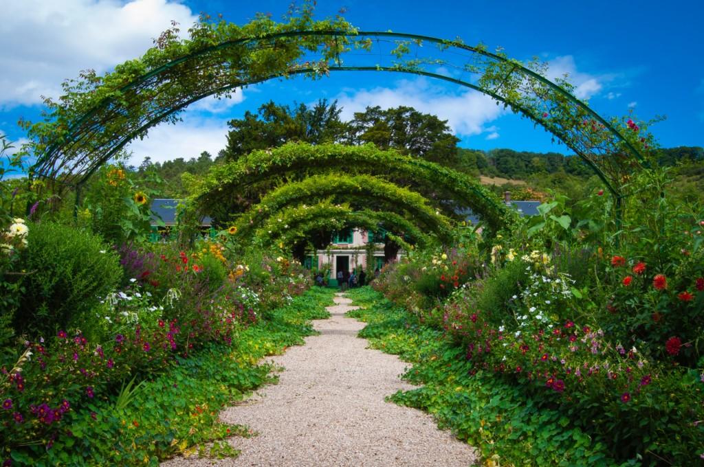 7 Garden Wonders_ Featured Photo