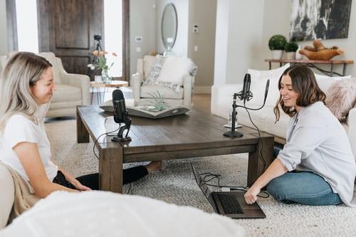podcast-girls-hosting