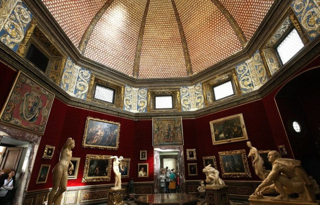 VR-Uffizi Gallery-Italy on a Budget Tours