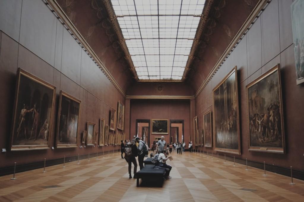 art-history-visiting-museum